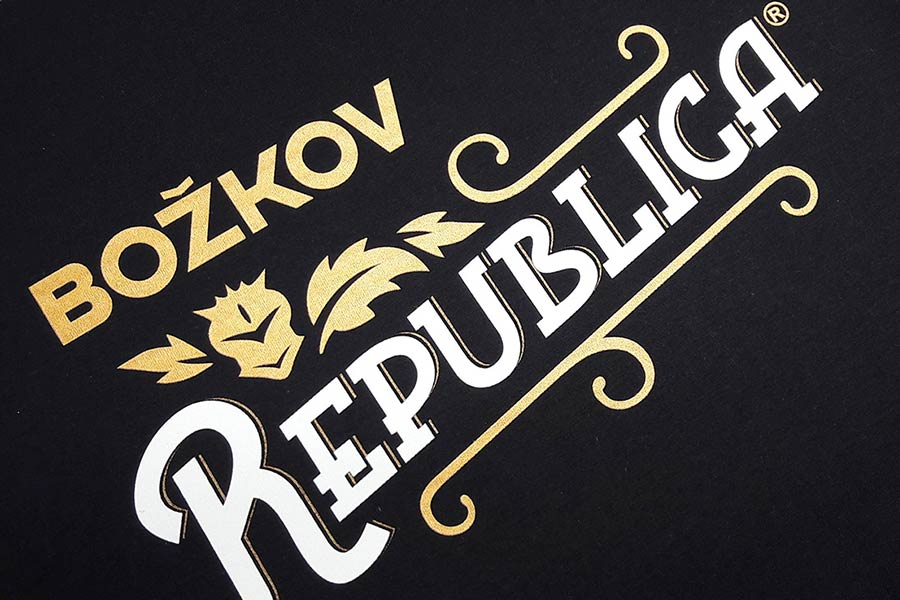 Božkov Republica – Tisk 4 barvy se zlatým metalickým efektem a lakem